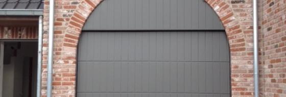 Verticaal gelijnd staal met bovenpaneel gelakt in structuurlak
